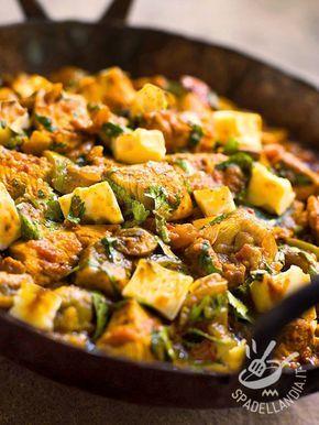 Turkey with potatoes and green peppers - Il Tacchino con patate e peperoni verdi: una ricetta leggera, preparata con verdure fresche e carne bianca. Gustatevi questo piatto saporito. #tacchinoconpatate