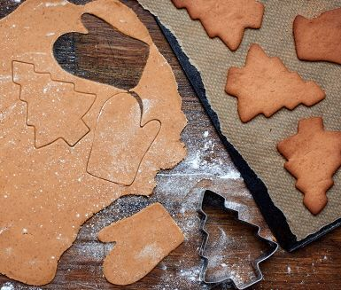 veganska pepparkakor. (byt ut samma mängd smör mot 3/4 olja o kavla ut kall deg mellan två bakplåtspapper) mer info om olja i pepparkakor http://www.canolainfo.org/recipes/recipes.php?detail=521