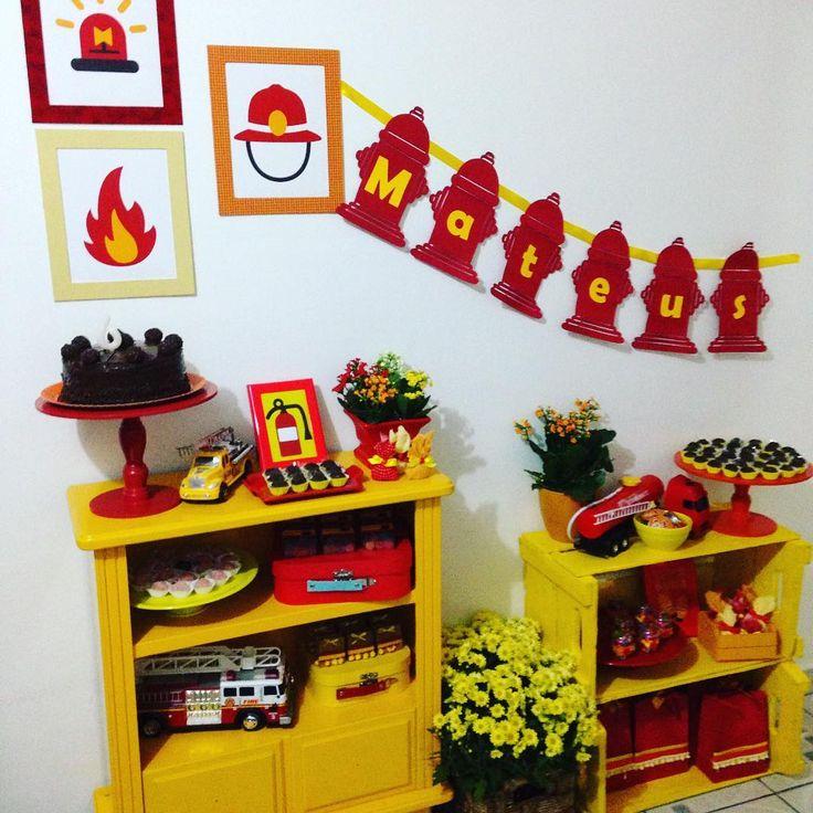 Pocket party de bombeiros! Porque sempre é motivo de comemorar! Bolo e doces by @divinesapore #festainfantil #kidsparty #kidsdecor #bombeiros #firefighters #decoracaodeevento #partydecor #pocketparty #malu_ateliedeeventos #malumattosateliedeeventos #malumattos