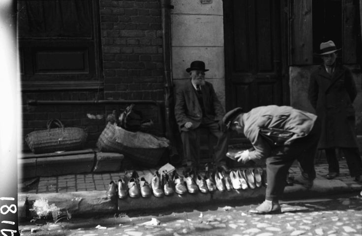 Shoes on the street, April 1932