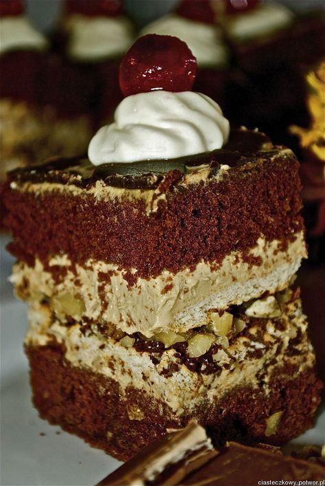 Ciasto czekoladowe z orzechami i cappuccino