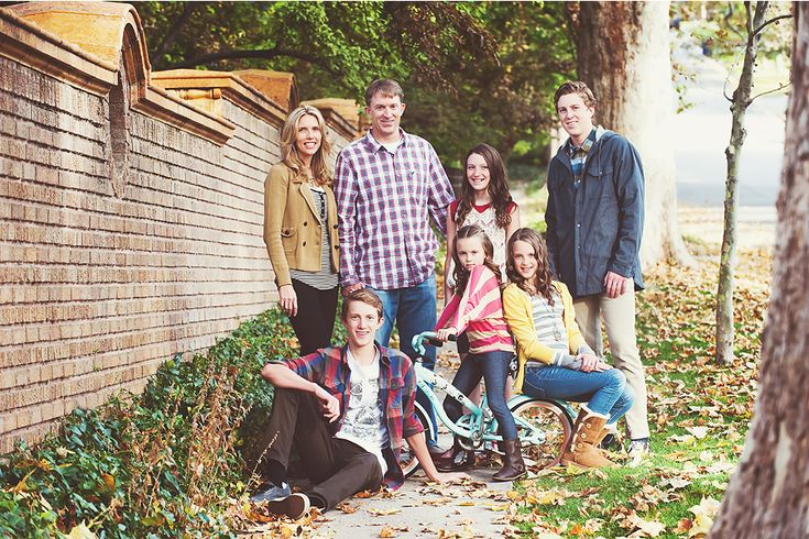 Lots of fun pose ideas for family photos!!