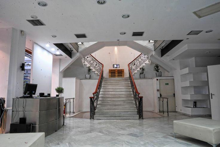 To lobby στο κτίριο της Ερμού 21 στη Θεσσαλονίκη.