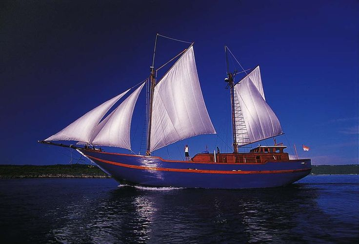 Shakti Raja Ampat Indonesia Scuba Dive Sail Boat is a unique boat. Its owner, captain and cruise leader are the same Scotsman who has nearly twenty years experience scuba diving in this part if the world – the final frontier of exploration on Planet Earth. The boat was built in South Sulawesi, where all the best Phinisi schooners are. Designed from the start with scuba diving cruises in mind, Shakti is well thought out, and offers up to ten guests the perfect balance of comfort& price