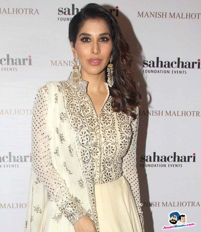 The Regal Threads Collection By Manish Malhotra -- Sophie Choudry Picture # 328816