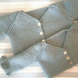 Instagram photo by babyandpoint - Chaquetitas hechas por mi hermana para mis sobrinas. ..qué monaaasss! #babyandpoint #knitting #pasionporelpunto #handmade