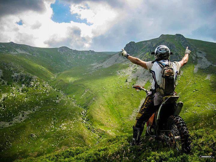 Tanya. 20. PNW. Motorcycle rider. Nature lover.