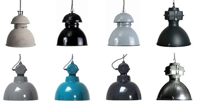 Mooie robuuste industriële hanglampen in de kleur grijs of met betonlook. Gespot op http://www.zook.nl/lampen/industriele-hanglampen