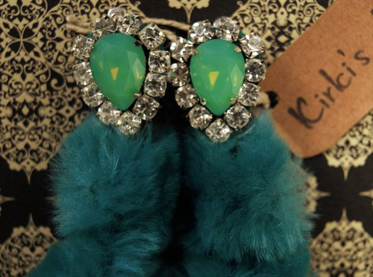 Eco fur with opal rhinestone and crystal cupchain
