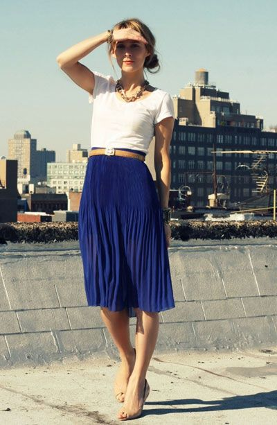 white tee tucked into skirt. effortless, casual and chic.