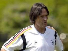 Hans-Wilhelm Müller-Wohlfahrt wird bis zur Europameisterschaft 2016 Mannschaftsarzt des DFB-Teams bleiben. http://www.msn.com/de-de/sport/fussball/r%C3%BCckzug-m%C3%BCller-wohlfahrts-ohne-folgen-f%C3%BCr-dfb-auswahl/ar-AAbj7jS