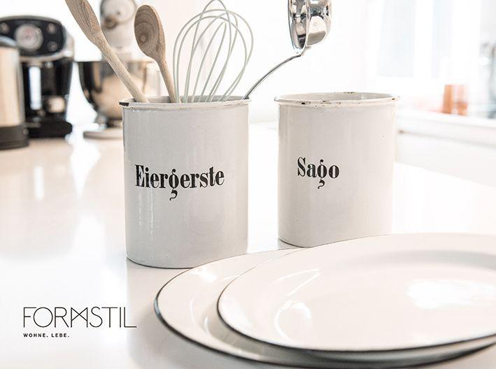 www.formstil.ch Wunderschönes Emaille Geschirr und original Vintage-Dosen!  #meinformstil #formstil #kitchenware #kitchen #blackandwhite #emaille #style #design