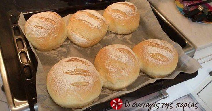 Εξαιρετική συνταγή για Ψωμί με τέλεια ελαστική ζύμη χωρίς ζύμωμα. Θα σας αποκαλύψω τον τρόπο για τέλειο ψωμί χωρίς ζύμωμα. Η διαδικασία χρειάζεται 145 λεπτά για να ολοκληρωθεί (~3 ώρες) οπότε ξεκινήστε πρωί για να έχετε έτοιμο ψωμί το μεσημέρι. Μετά από μήνες που φτιάχνω ψωμί κατέληξα στα παρακάτω αλεύρια Λίγα μυστικά ακόμα Το ψωμί είναι ό,τι πιό ΤΕΛΕΙΟ έχετε δοκιμάσει, ελαστική ψίχα που δεν τρίβεται και γεύση αξεπέραστη! Και ΔΕΝ ΖΥΜΩΣΑΜΕ!ΥΓ. Τα μυστικά για το δίπλωμα και το κατσαρόλι στο…