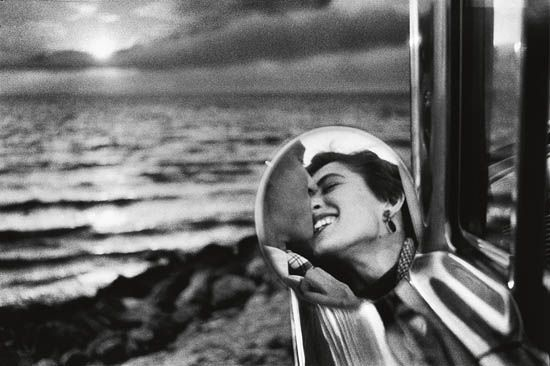 "ERWITT, ELLIOTT (1928- )  ""California, Kiss."" Oversized silver print, 23x35 inches (58.4x88.9 cm.), with Erwitt's signature, in ink, on recto. 1955; printed later"