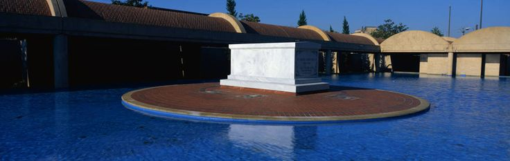 Martin Luther King Center in Atlanta, Georgia - crypt of civil rights leader King and his wife, surrounded by a reflecting pool. - Traveled There!
