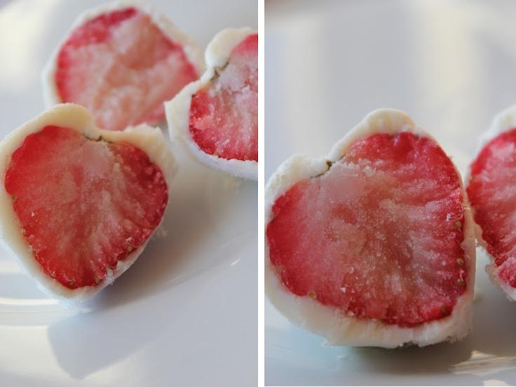 Mat for sjelen...: Forfriskende, Forførende, Frosne Jordbær med Yoghurt...