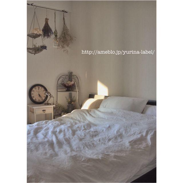 Yurinaさんの、ベッド周り,ドライフラワー,いなざうるす屋さん,リメイク時計,無印良品ベッドカバー,ブログに詳細あります♡,布団収納,スッキリミッション,のお部屋写真