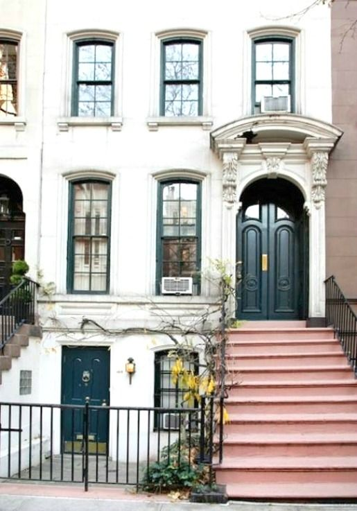 pink steps!Breakfastattiffanys, Black Doors, Cities, Dreams House, Breakfast At Tiffanys, Holly Golightly, Places, New York, Apartments