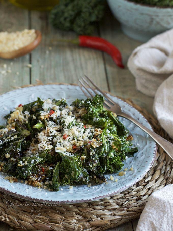 Kale salteado con quinoa y queso parmesano
