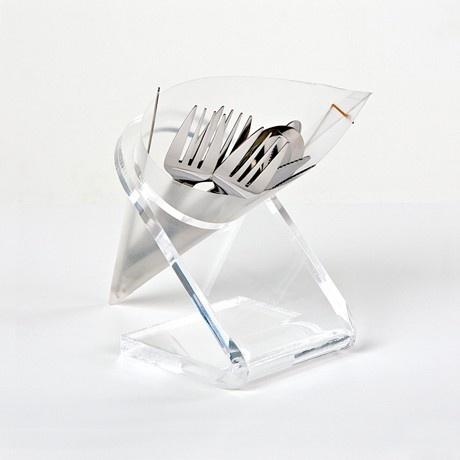 Un oggetto che si adatta ad ogni esigenza e ad ogni ambiente: dalla scrivania al bagno, dalla sala alla cucina. Una forma classica, un cartoccio, in materiale plastico: un oggetto versatile, camaleontico. Da oggi è su http://lovli.it/index.php/cartoccio.html#
