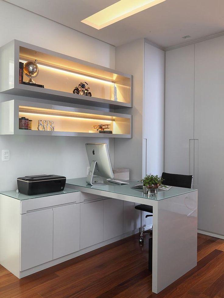Home office decorado por Rocha Andrade Arquitetura e Interiores.