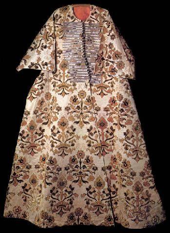 Ottoman Caftan with short sleeves that belonged to Mehmet III (1595-1603).