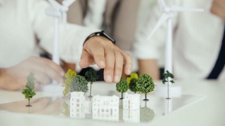 Hvordan passer arkitekter bedst på miljøet, når de designer bygninger? Hvordan hænger skønhed, tilpasningsdygtighed og teknisk indsigt sammen? Hvilke strategier for ressourceanvendelse kan skabe både hjernestimulerende oplevelser og mere medindflydelse for brugerne? Vi har en ekspert i studiet. Vært: Peter Lund Madsen. (Sendt første gang 27. februar).