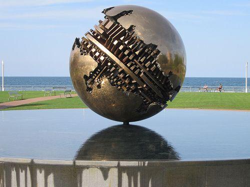 La sfera grande  sul lungomare di Pesaro  ARNALDO POMODORO (Morciano di Romagna, 23 giugno 1926)    #TuscanyAgriturismoGiratola