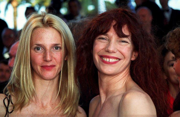 Sandrine Kiberlain à Cannes Sandrine Kimberlain sur les marches de Cannes avec Jane Birkin. (Cannes, 15 mai 1999.)