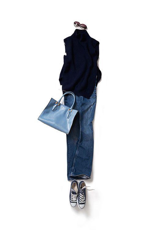 kk-closet | 2015-09-30 ニットがお気に入りのブルーコーデ ブルーが気分の今日は、いろんなブルーを組み合わせたシンプルなスタイル。 青を着ると、穏やかな気持ちになって、集中力も上がります。 特に気に入っているニットが、気持ちをさらに上げてくれる感じ。裾に入った大きなスリットから、色物やプリント柄のキャミソールをのぞかせたらすごくかわいい。
