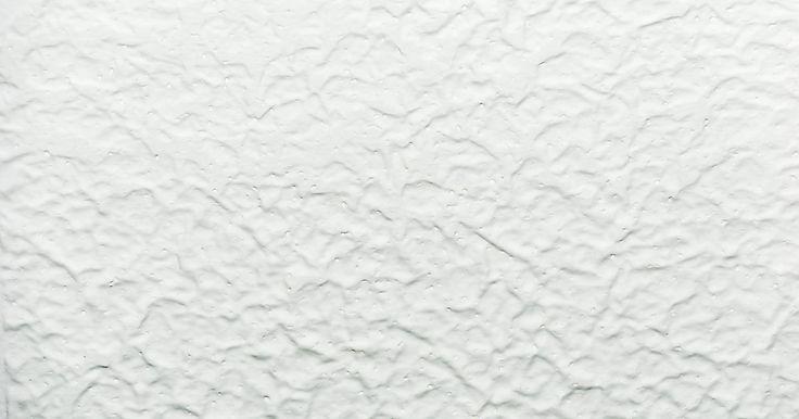 Cómo cubrir un horrible techo con acabado de salpicado sin tener que rasparlo. Los techos salpicados alguna vez fueron populares debido a su textura, que es excelente para esconder imperfecciones en el techo. Quitar esta textura toma demasiado tiempo, es una tarea desastrosa e incluso algo peligrosa, ya que algunos de los granos contienen asbesto. Las baldosas para techo de poliestireno se pueden pegar directamente sobre la ...