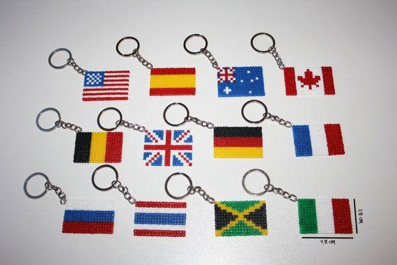 Banderas de países llaveros o imanes. Hama beads por DecorarteLeon, €1.40