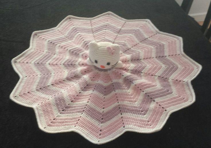 Crochet Hello Kitty huggy blanket - Hello Kitty nusseklud