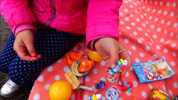 Распаковываем Киндер Сюрприз яйца. Интересные игры с игрушками.
