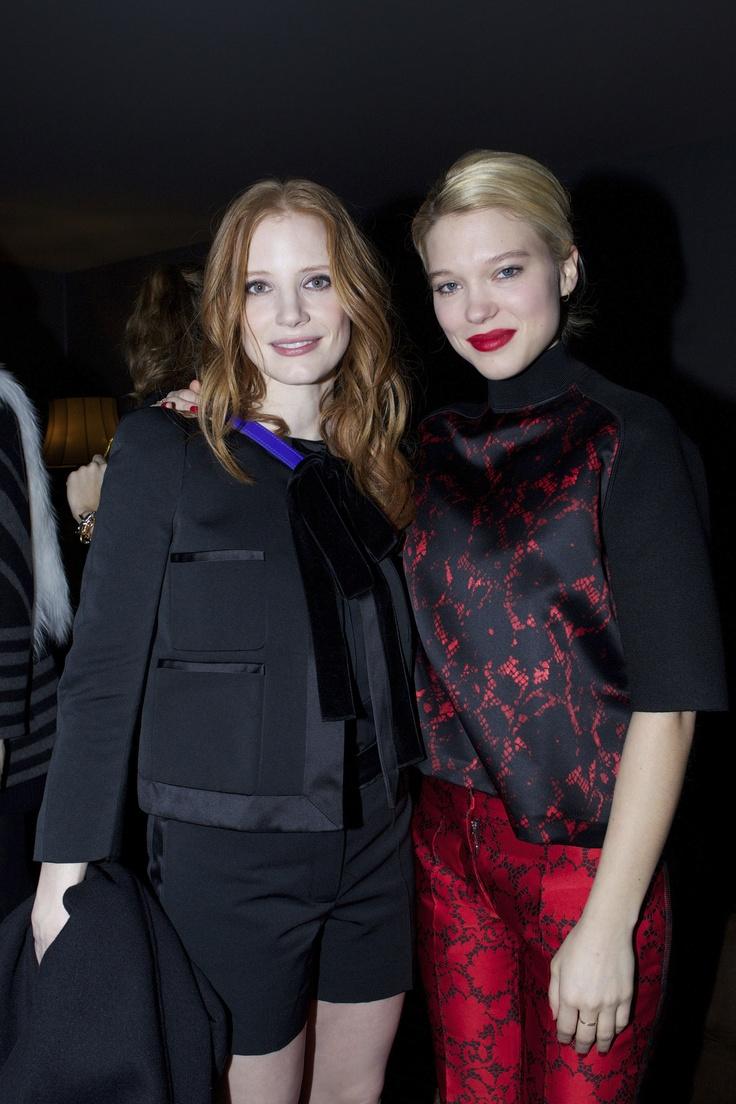 Lea Seydoux et Jessica Chastain  - Défilés de stars chez Louis Vuitton!    www.femina.ch/galeries/mon-style/defile-de-stars-chez-louis-vuitton