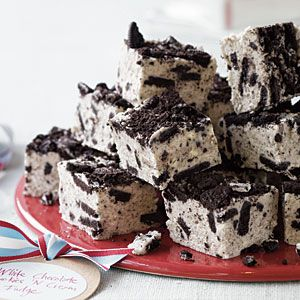 White Chocolate Cookies n' Cream Fudge. Looks, awesome and easy and could be part of the sampler desserts I make a Christmas gifts for people in the office this year.