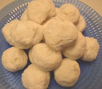Mexican Wedding Cookies (c)2005 Chelsie Kenyon licensed to About.com