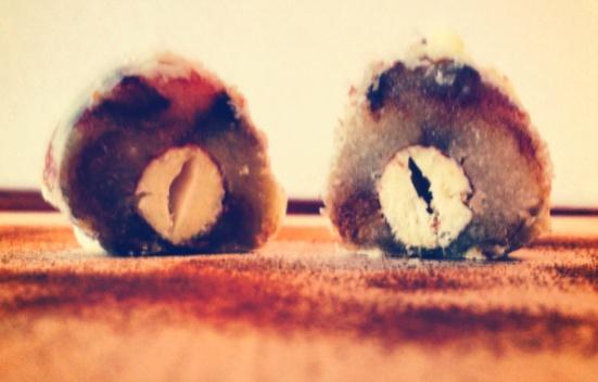 Mandelkugler med marcipan, lakrids og chokolade. #konfekt