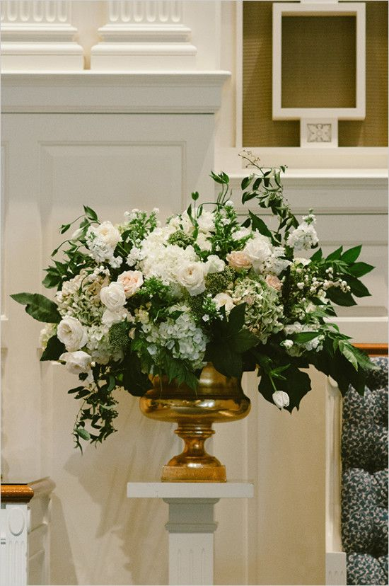 ceremony flowers @weddingchicks
