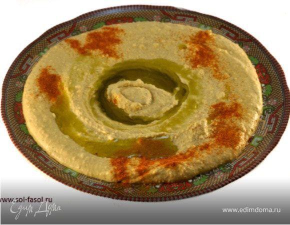 Знаете, что общего между хумусом и пельменями? Общее между хумусом и пельменями то, что, придя в местный общепит, любой иностранец может подумать, что это невкусно. Так было и со мной сначала...