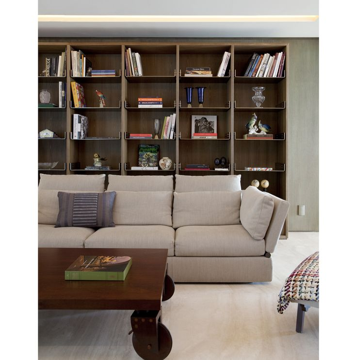 Living, sala de estar, livingroom, estante, estantes, design, decor, design brasileiro #interiordesign #inetriordesigner #project #coolsapces