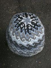 Lembra-me de caiaque próximo chapéu para tricotar. De Ravelry: quebrando as ondas ...