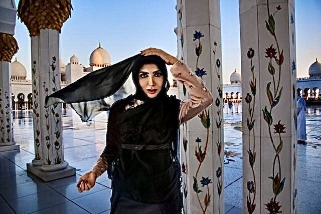 Sheikha Hend Al Qassemi Sheikh Zayed Grand Mosque Abu Dhabi United Arab Emirates November 2014 Photo By Steve Mccurry Commis Steve Mccurry Portrait Steve