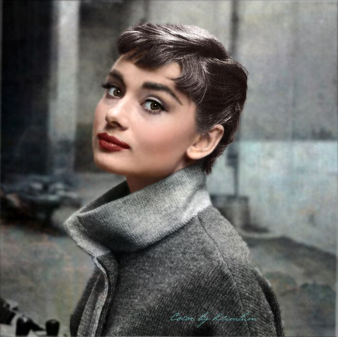 Audrey Hepburn Pictures Great fall look! Love her makeup, timeless, a look you could be adorning the streets with now!