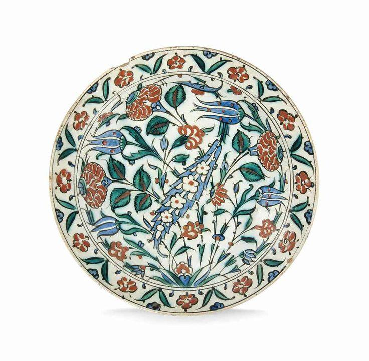 A large Iznik pottery dish Ottoman Turkey, late 16th century
