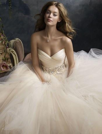 Lazaro Princess/Ball Gown Wedding Dress with Sweetheart Neckline and Waistline