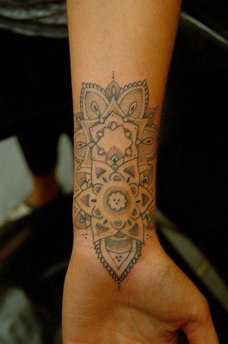 Henna-like tattoo #tattooTattoo Ideas, Wrist Tattoo, Henna Design, Body Art, Mandalas Tattoo, Beautiful Tattoo, Henna Tattoo, White Ink, Flower Tattoo