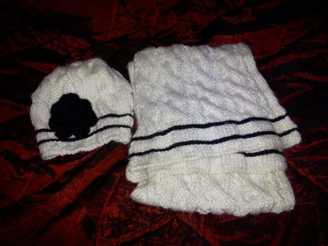 double faced cableknit scarf and hat...my absolute favorites this  winter...and it was realy easy to do!