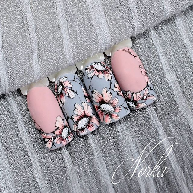Nail design with Moyra colour gels and aquarelle painting  #moyra #nail #desig #colour #gel #nailart #aquarelle #flower #pink #grey #koromdiszites
