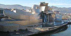 Façade nord du musée, le long de la ria de Bilbao. archi Frank Ghery